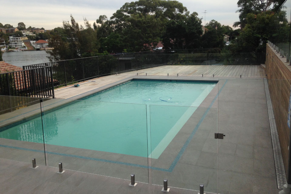 frameless-glass-gate-and-pool-sydney